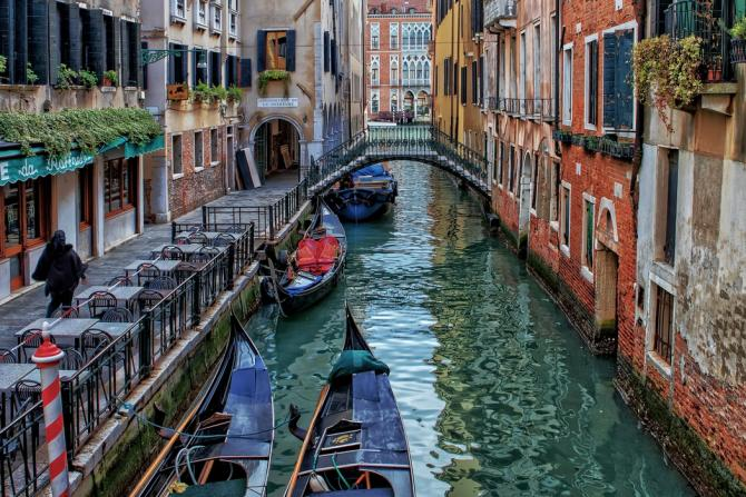 How does Venice work? Venice Backstage: 124 Islands, 183 Canals & 438 Bridges