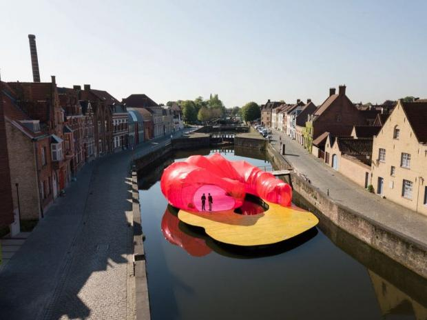 Travel playfully through space in Bruges